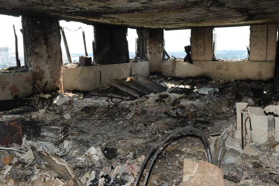 Das Feuer hat nichts übrig gelassen. Alles in dieser Wohnung ist verbrannt.