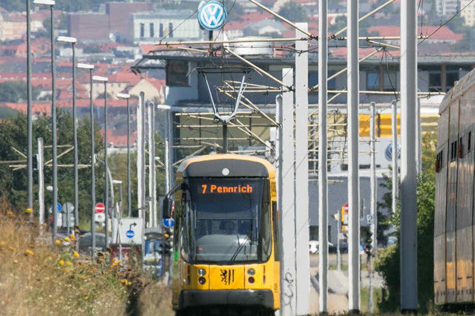 Die Straßenbahn 7 fährt Richtung Gorbitz. Sind die Ampeln optimal geschaltet, geht alles schneller.