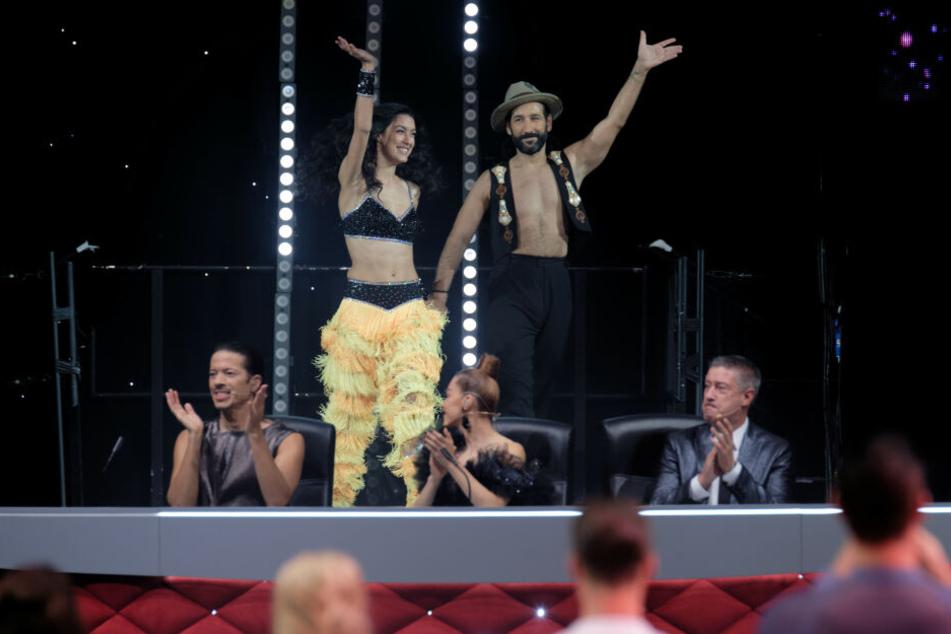 """Promi-Tänzerin Rebecca Mir und Profi-Tänzer Massimo Sinató bei der Premiere der """"Let's Dance - Die Live-Tour 2019""""."""