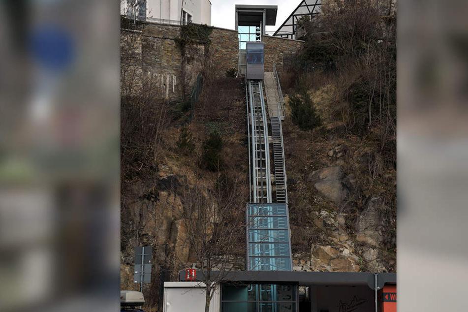 In Schwarzenberg gibt es bereits einen Fahrstuhl am Berg, er bringt Touristen und Einwohner hoch zur Altstadt und zum Schloß.