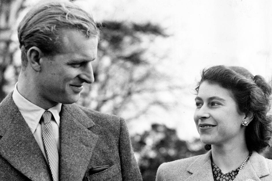 In den Flitterwochen 1947 schlenderte das frischvermählte Paar durch die Gärten von Broadlands in Hampshire.