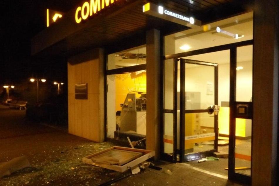 Der komplette Vorraum der Bank wurde bei der Explosion zerstört.