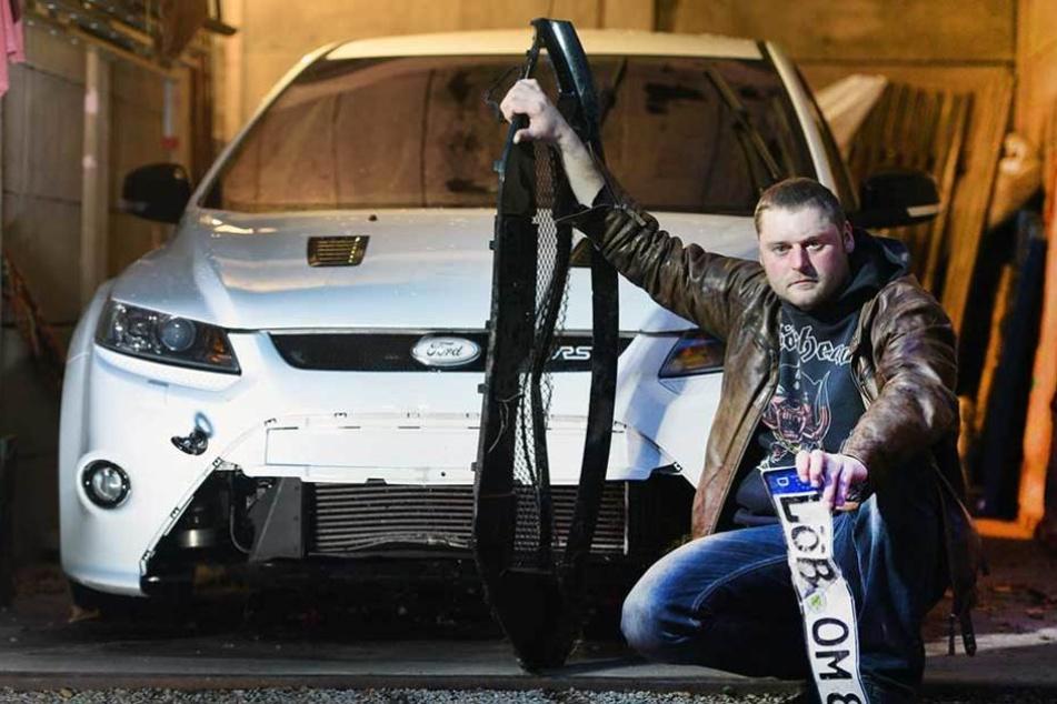 Oliver Mayer (32) hat zwar seinen 305-PS-Ford wieder, aber der ist heftig beschädigt.