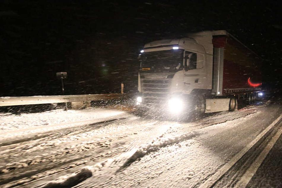 Zwischen Marienberg und Reitzenhain gab es für Laster kein Vorankommen mehr.
