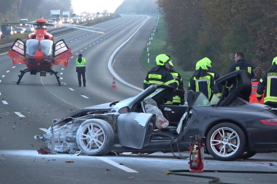 Porsche auf A3 in Flammen! Fahrer schwer verletzt, Schwangere sitzt in Stau fest!