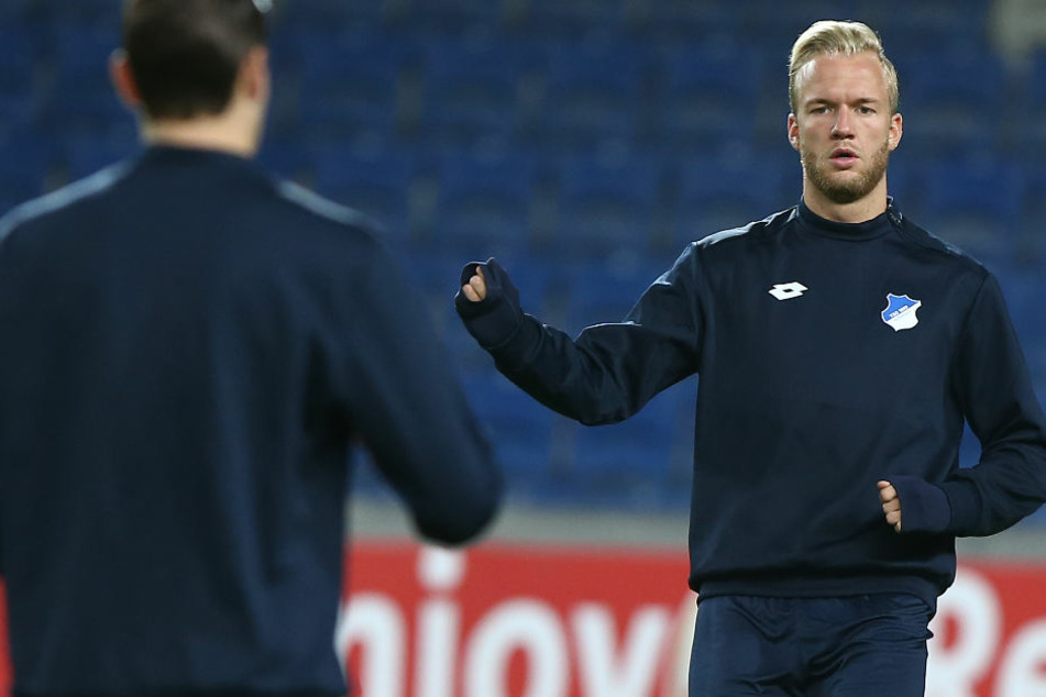 Springt seinem Trainer zur Seite: Kapitän Kevin Vogt (rechts).