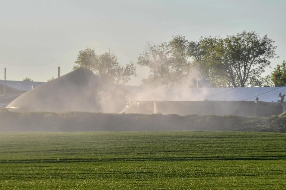 Die Brandbekämpfung zog sich über mehrere Stunden hin.