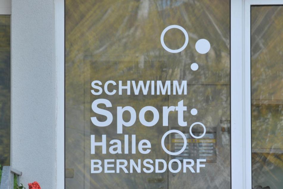 Die Schwimmhalle in Bernsdorf ist total marode.