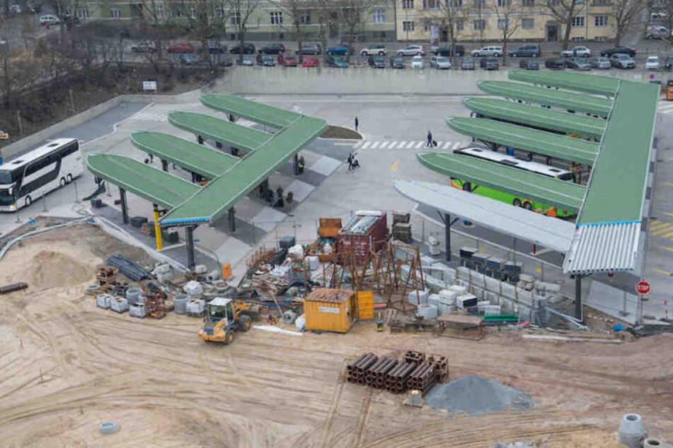 Die Baustelle am Berliner ZOB wird uns allen länger erhalten bleiben als gedacht.