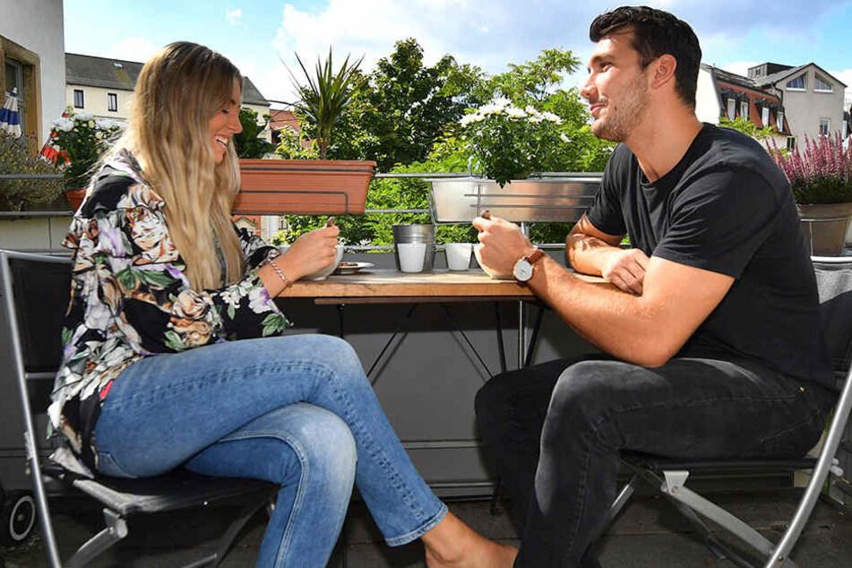 Mit Freundin Hanna frühstückt Gabriel De Santis bei schönem Wetter gern auf dem Balkon.