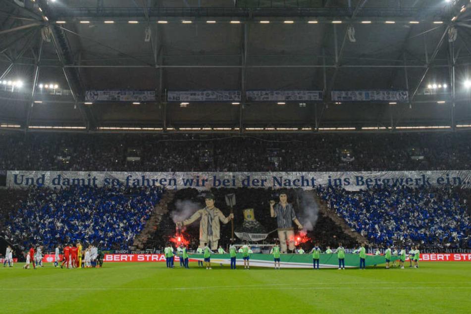 Im Ruhrpott wird das Steigerlied vor allem bei Fußballspielen, wie hier auf Schalke, zelebriert.