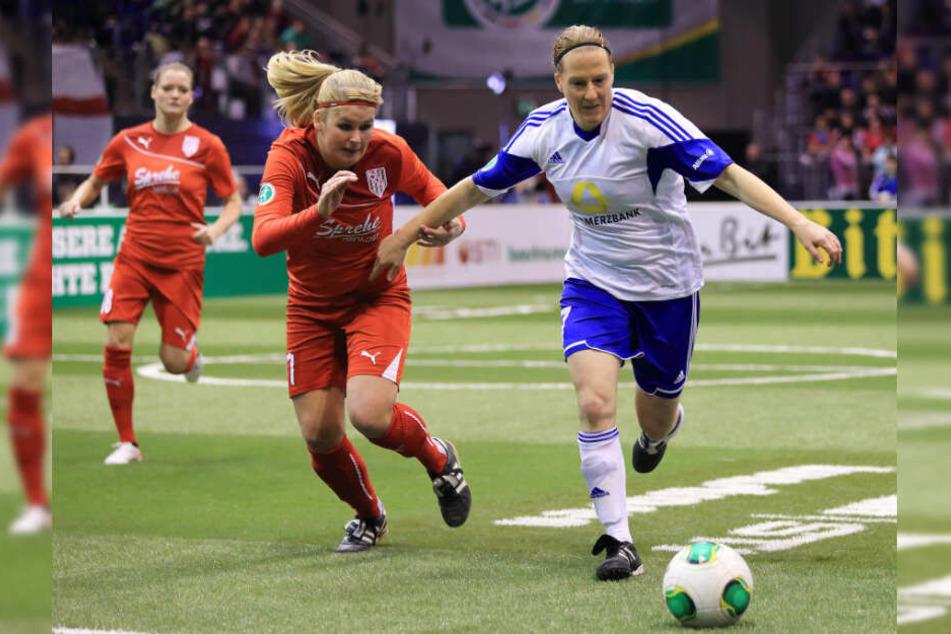 2014 nahm Wübbenhorst (links) mit dem BV Cloppenburg am Hallen-Masters teil und spielte gegen den 1. FFC Frankfurt um Melanie Behringer.