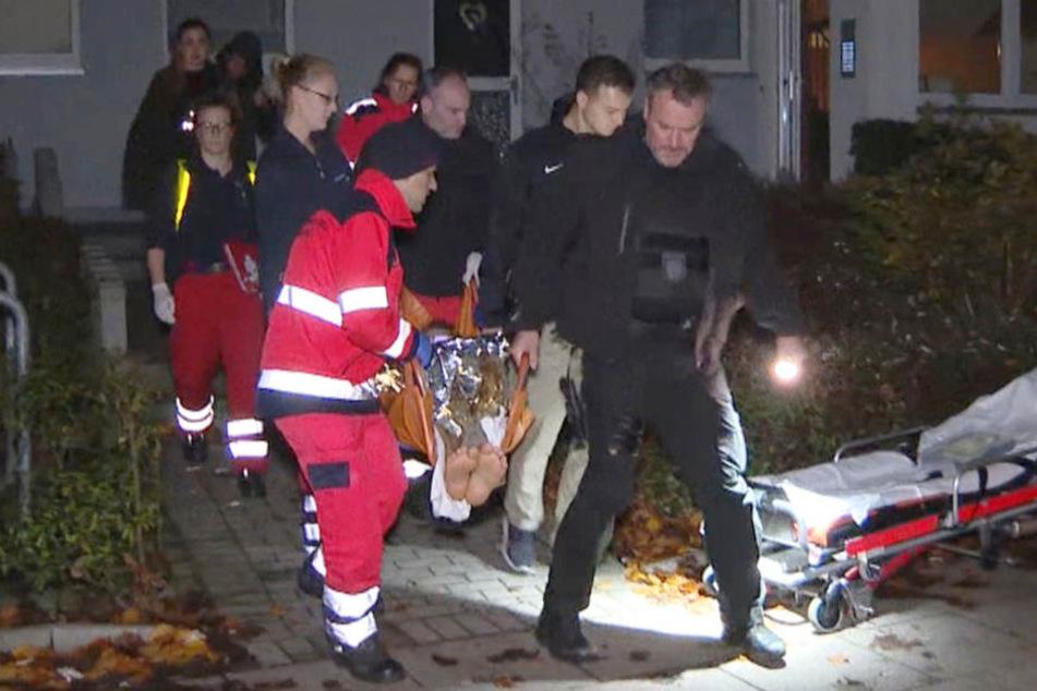 Der Polizist musste mit einer Schusswunde in ein Krankenhaus gebracht werden.