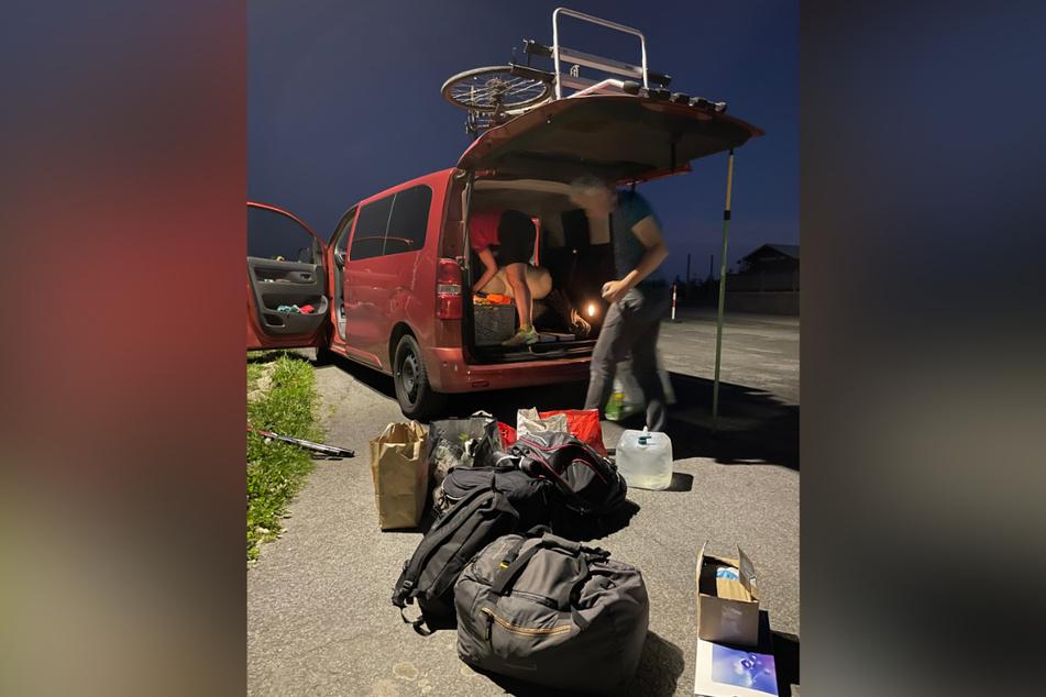 Ein Kleinbus voller Ausrüstung und Proviant: Auch die Organisation der Logistik solch einer Unternehmung ist kein Pappenstiel. Als Quartett planten die Freunde alles privat und gemeinsam.