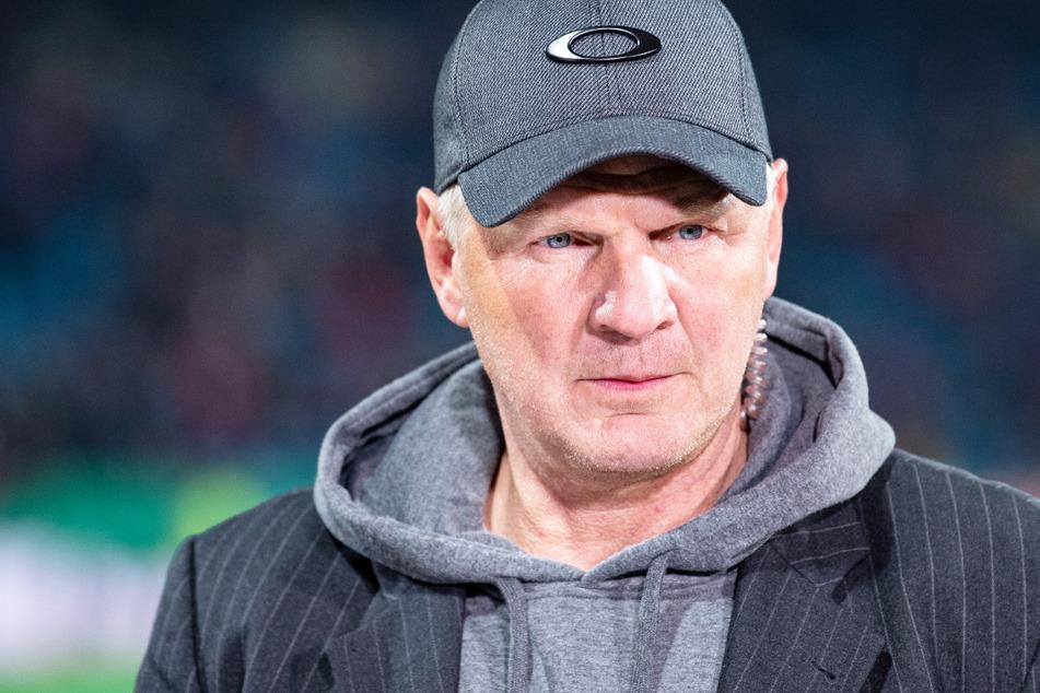 Stefan Effenberg (53) hat im Disput um die Länderspiel-Abreise von BVB-Star Marco Reus (32) Hasan Salihamidzic (44) vom FC Bayern München kritisiert.