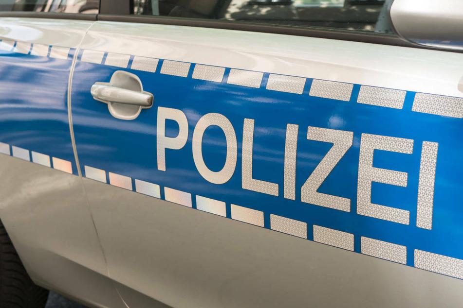 In der Nacht zu Samstag ist ein 34-jähriger Autofahrer in der Nähe von Wiesenburg/Mark mit seinem Auto gegen einen Baum gekracht und ums Leben gekommen. (Symbolfoto)