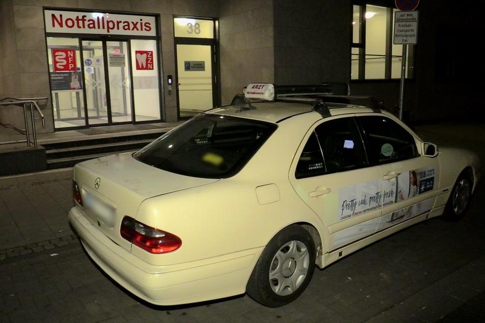 Mann lässt sich per Taxi in Notfallpraxis fahren, dann bricht er zusammen