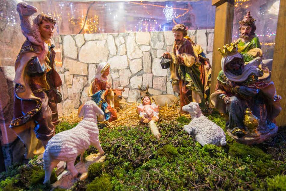 Unbekannte haben die lebensgroße Christkind-Figur sowie einen Hirten aus der begehbaren Weihnachtskrippe in Delitzsch gestohlen. (Symbolbild)