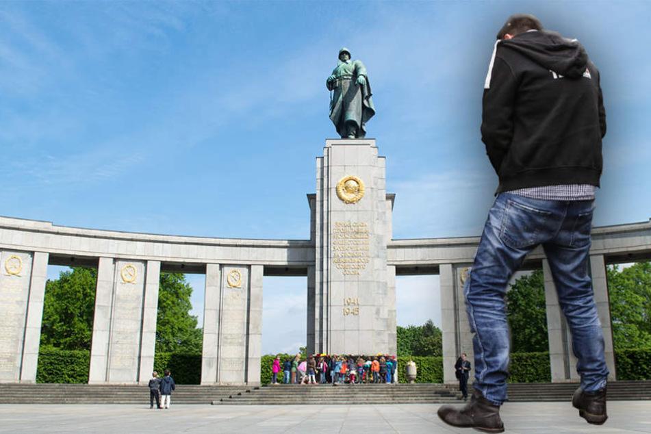 Nazi pinkelt und spuckt vor dem Sowjetischen Ehrenmal