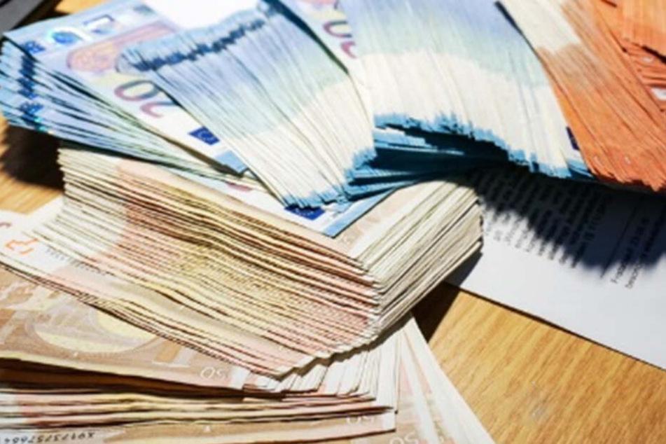insgesamt wurden an einem tag über 8700 Euro in Bar in München gefunden und abgegeben. (Symbolbild)