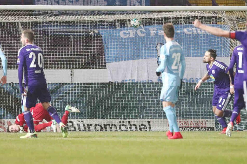 Marcos Alvares verwandelte einen Elfmeter und brachte Osnabrück damit in Führung.