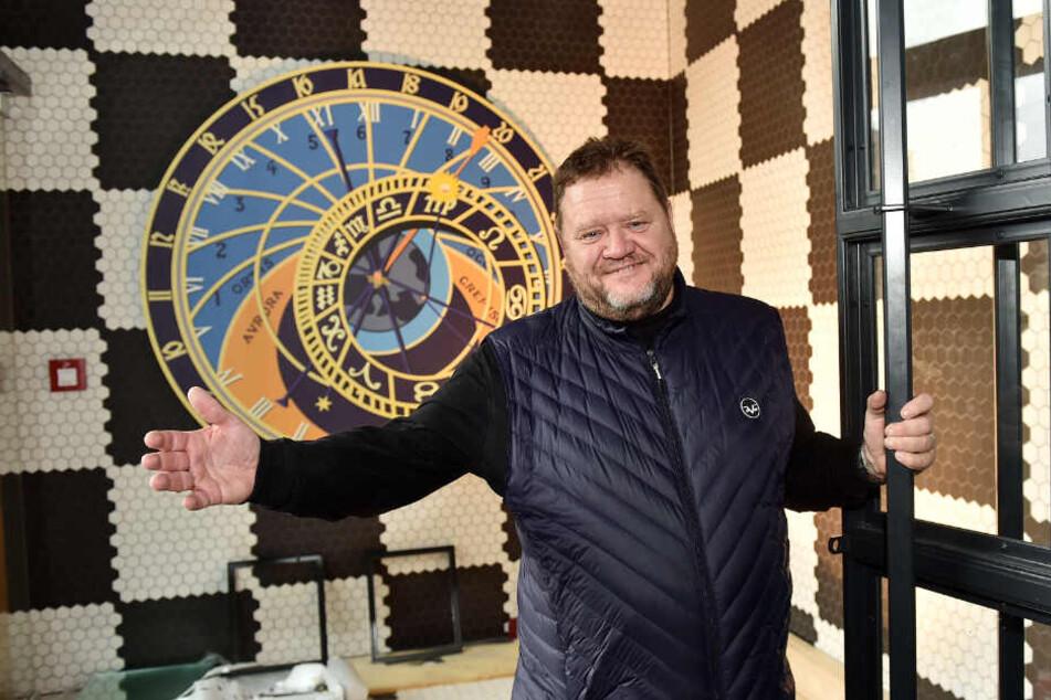 """Geschäftsführer Michael Möckel (56) heißt ab Mittwoch im """"Wenzel"""" die ersten Gäste willkommen."""