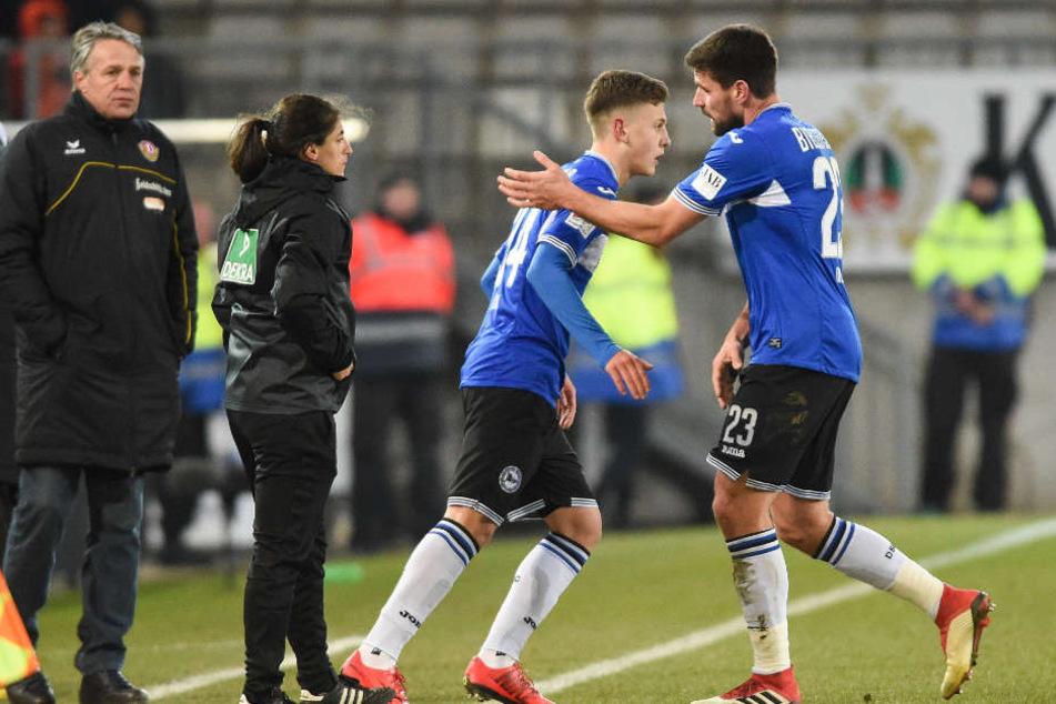 Florian Dick (r.) macht Platz für die jungen Spieler: Can Özkan kommt gegen Dresden für ihn rein.
