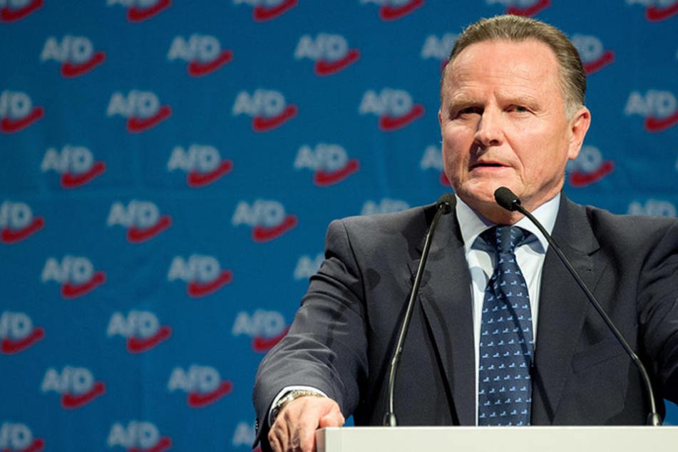 Georg Pazderski bewirbt sich beim Bundesparteitag der Alternative für Deutschland in Hannover mit einer Rede um das Amt des AfD-Bundesvorsitzenden.