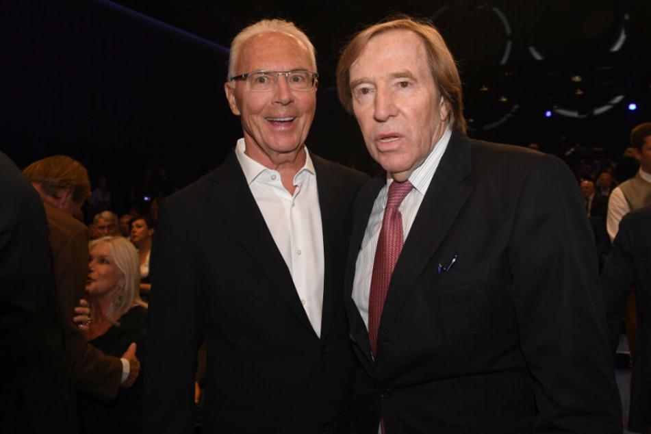 Franz Beckenbauer (l) und Günter Netzer bei einer Preisverleihung.