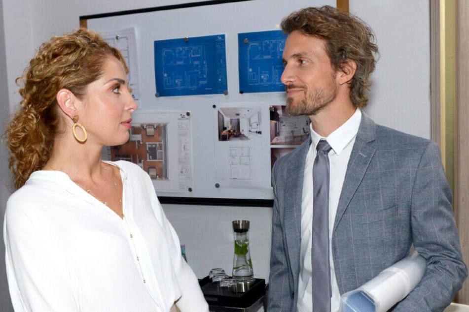 Maria Wedig (Nina Ahrens) und Thaddäus Meilinger (Felix Lehmann) am Set von GZSZ.