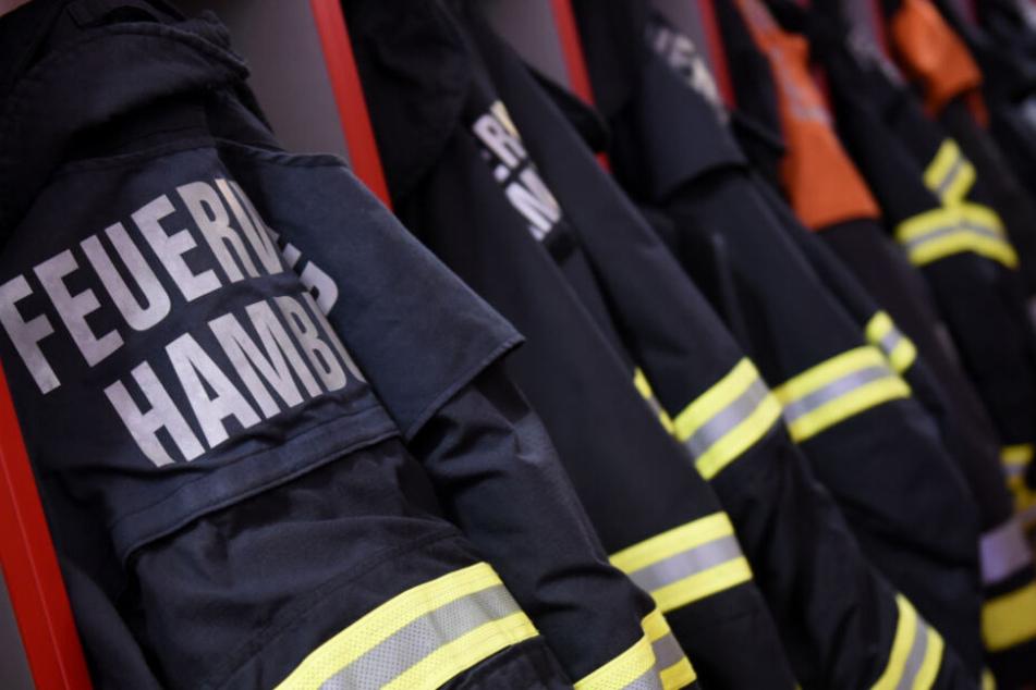 Die Einsatzkräfte konnten ein Übergreifen der Flammen noch verhindern.