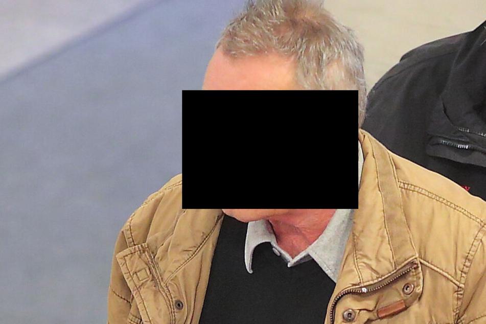 Detlef E. (63) gab bei Gericht seine Einwilligung, dass die Behörde seinen Führerschein endgültig vernichtet.