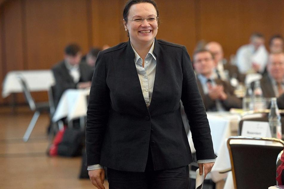 """Auch Arbeitsministerin Angela Nahles (SPD) konnte """"gebucht"""" werden."""