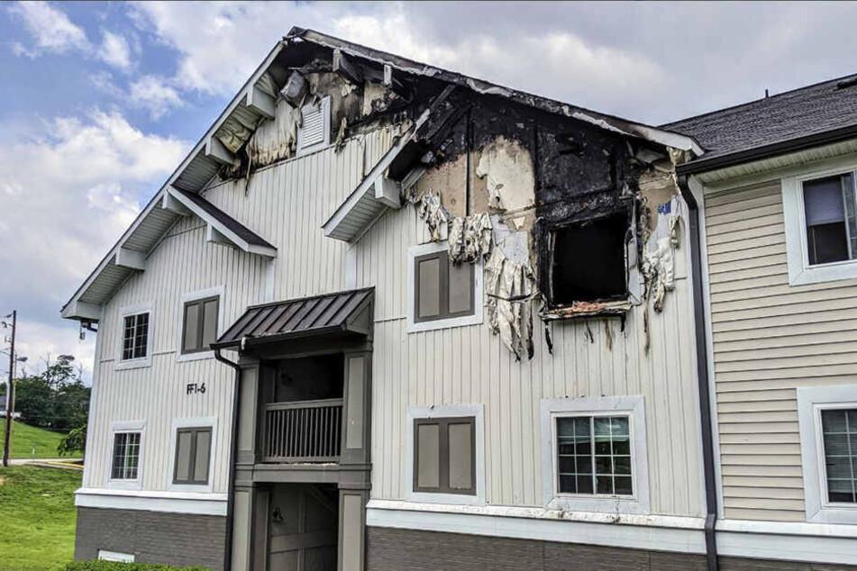 Das Haus wurde zu einem großen Teil zerstört.
