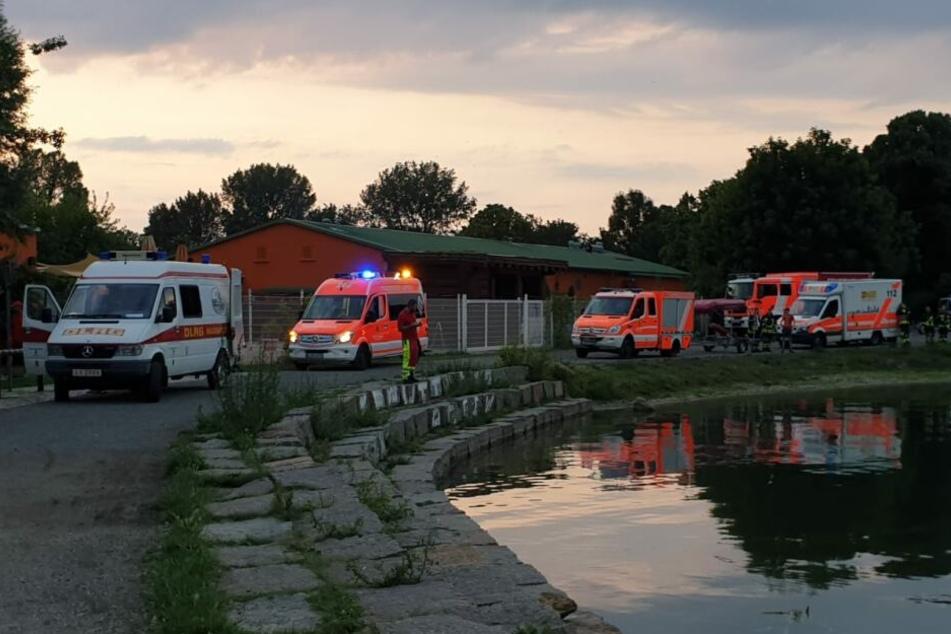 Zahlreiche Rettungskräfte sind am Unglücksort.