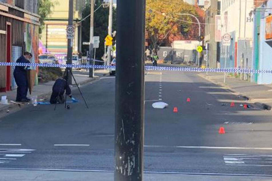 Der Tatort wurde weiträumig abgeriegelt, Experten der Polizei sicherten Spuren.