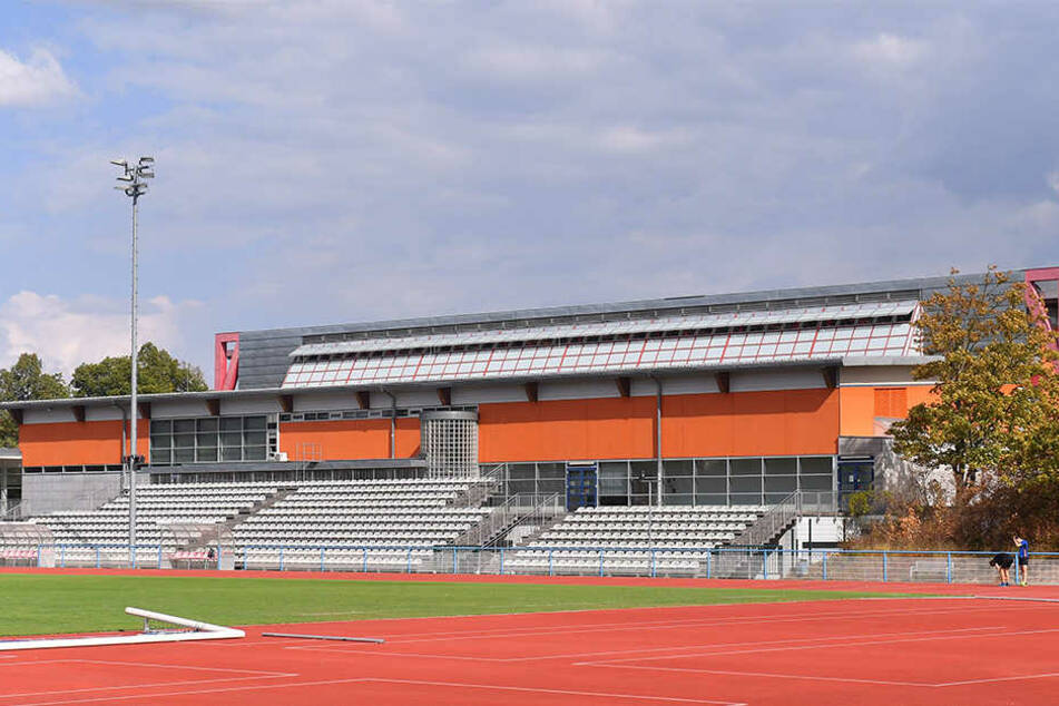 Vor zwanzig Jahren wurde die Margon Arena eingeweiht. Seit Jahren ist das Dach undicht, jetzt droht der GAU mit der Hallen-Sperrung.
