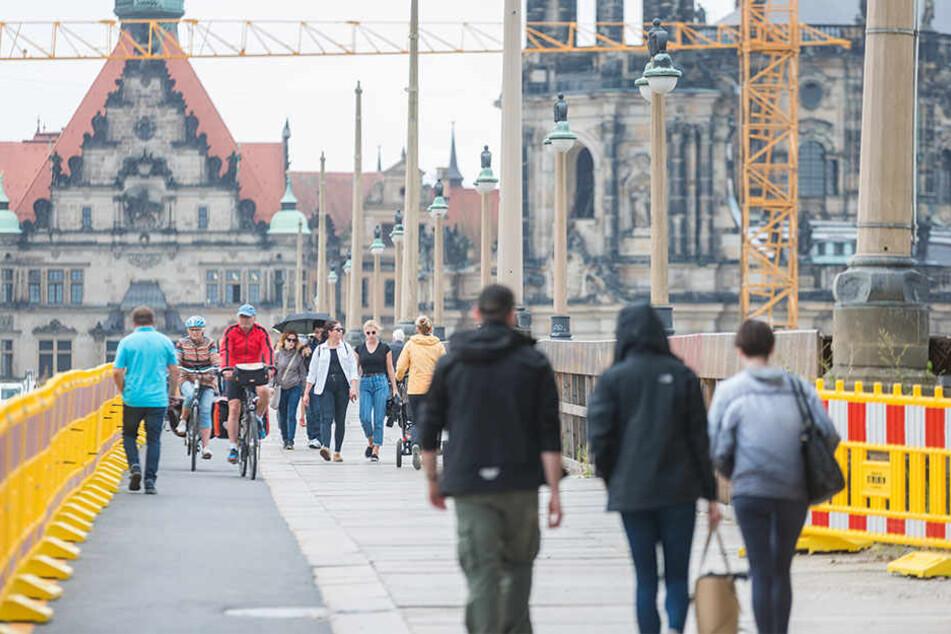 Radfahrer und Fußgänger müssen sich die Brücke teilen. Das geht nicht immer friedlich ab.