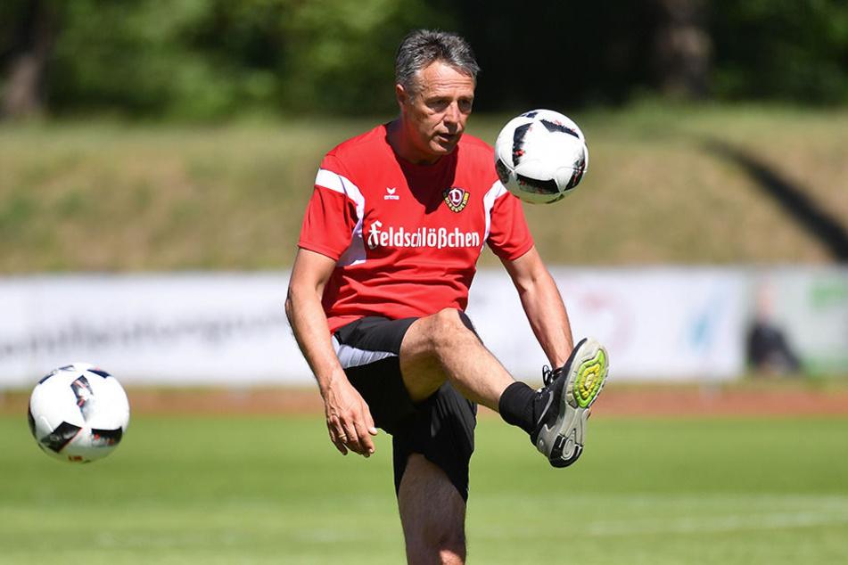 Kann selbst auch gut mit dem Ball umgehen: Uwe Neuhaus.