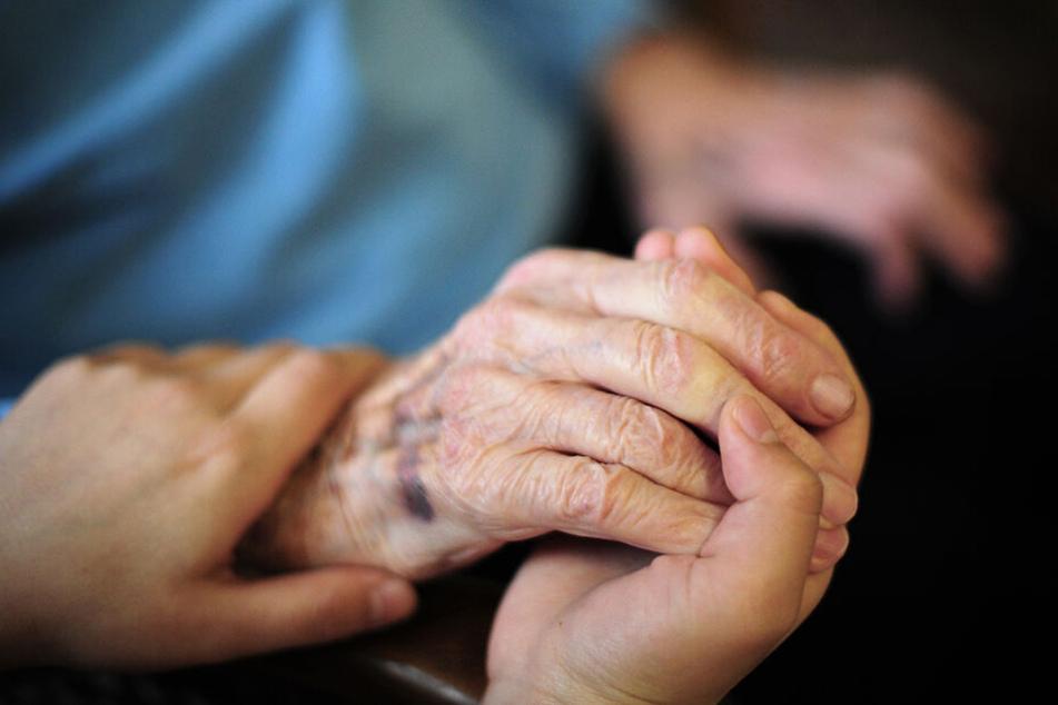 In Sachsen gibt es immer mehr Pflegebedürftige, vor allem Senioren.