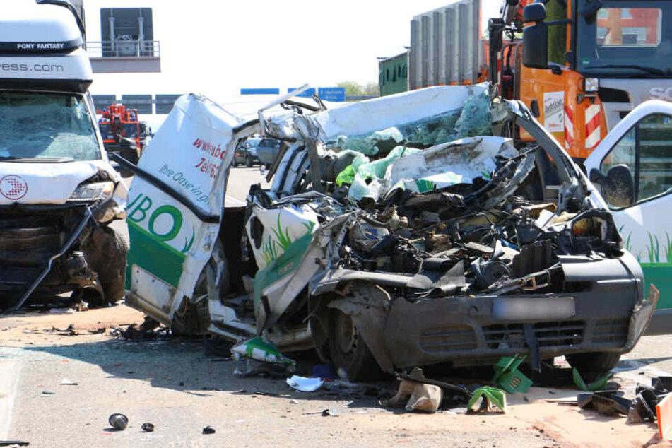 Mega-Crash auf der A4: Zwei Menschen verletzt!