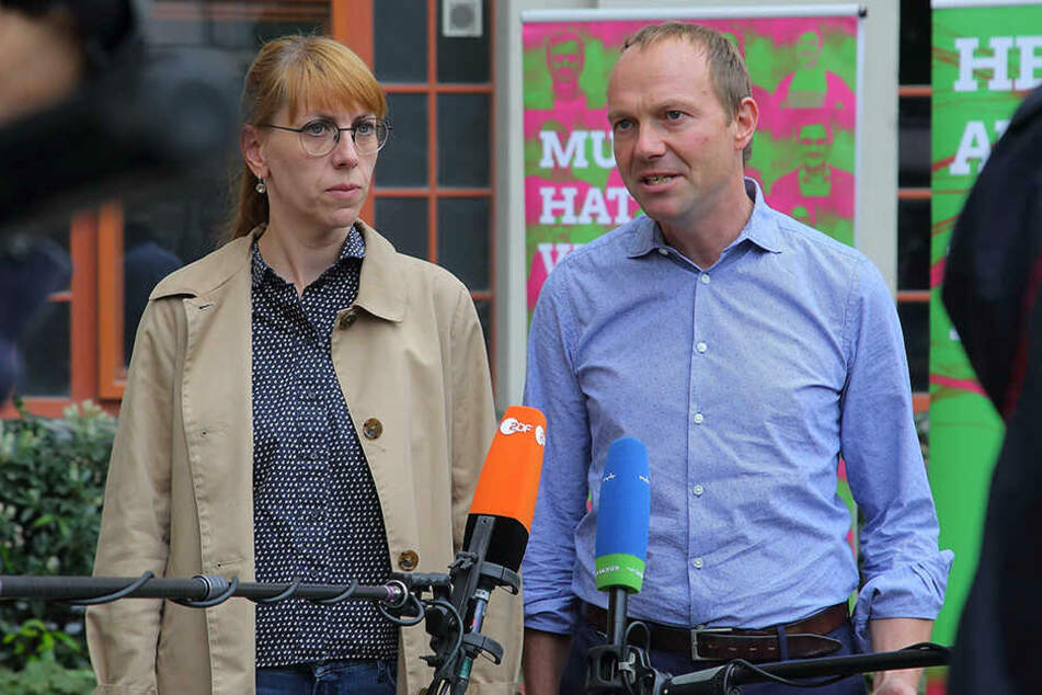 Auch die Grünen-Spitzenkandidaten Katja Meier und Wolfram Günther gaben Samstag vor TV-Kameras Statements ab.