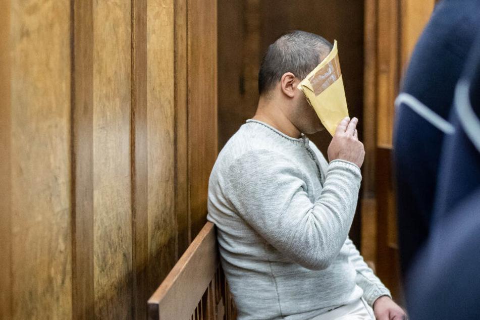 Mann stieß Frau vor Zug und tötete sie: Richter stecken Täter nicht ins Gefängnis!