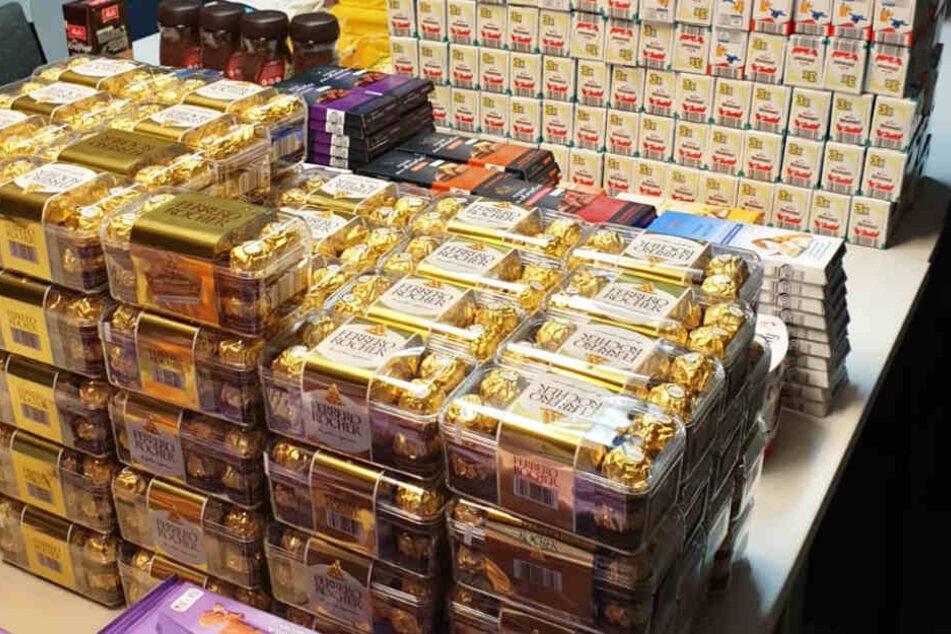 Schokolade in Massen: Diebe klauen Unmengen an Süßigkeiten und Kaffee