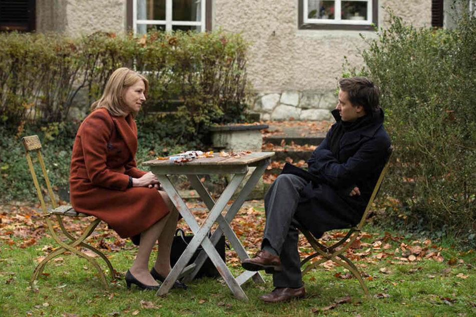 Viktor (r., Tom Schilling) ist noch immer von Selbstzweifeln geplagt, für die seine Mutter Lara Jenkins (Corinna Harfouch) verantwortlich ist.