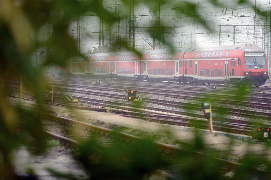 Der Regionalbahn-Verkehr zwischen Bochum und Dortmund wurde gesperrt. (Symbolbild)