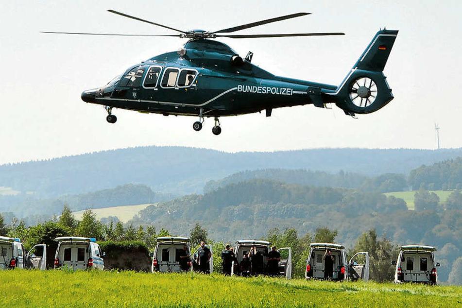 Ein Hubschrauber der Bundespolizei im Einsatz. Nachts kreist er jetzt über Leipzigs Bahnanlagen.