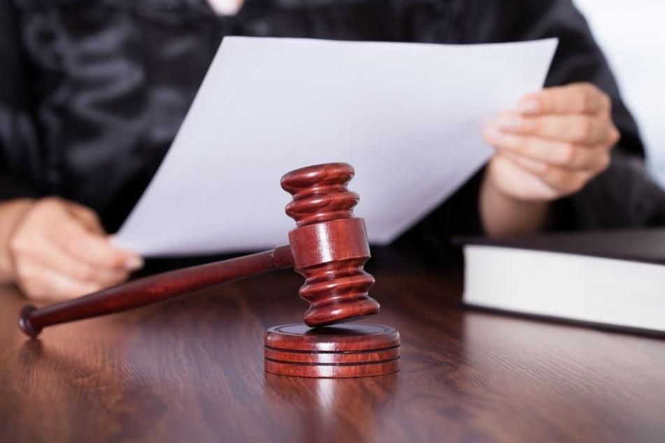 Der Mann der Schlagerstar Frank Cordes Anfang des Jahres verprügelt hat, stand nun vor Gericht. (Symbolbild)