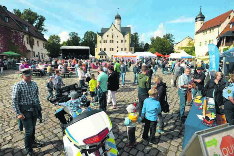 Die Chemnitzer Behörden zeigten am Wasserschloss Klaffenbach, was sie  können.