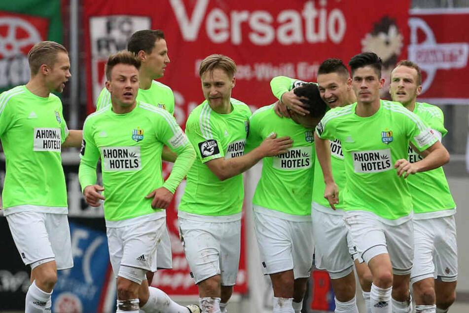 In der 21. Spielminute bejubelten die Chemnitzer den Treffer von Dem zur 0:1 Führung.